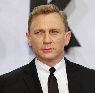 Daniel Craig Apparently Kisses All His Leading Men?