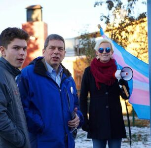 Alaska Governor Candidate Campaigns For Trans Rights in Final Hours of Midterms